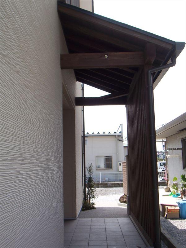 木の優しさと漆喰の清々しい空間に包まれた家
