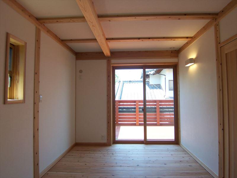 地中熱利用の外断熱と自然素材で造る「空庭(ソラニワ)のある家」