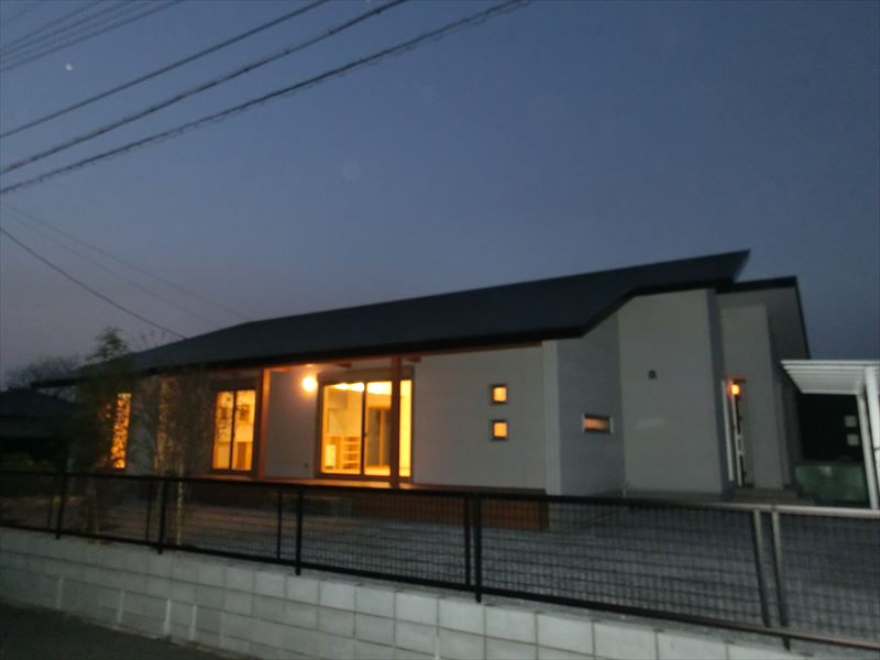 「木」と「塗り壁」で造る、夏冬快適な「地熱利用」の家