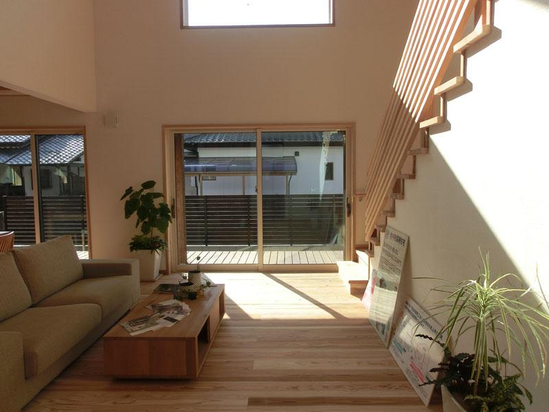 夏・冬の寒暖を忘れるように暮らす事ができ、心と体に優しい自然素材の家