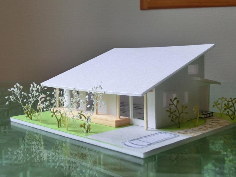 雄大な霧島連山の麓に立つ厳しい自然環境の中でも快適性・耐震性そしてライフスタイルを大事に考えた自然素材の家!