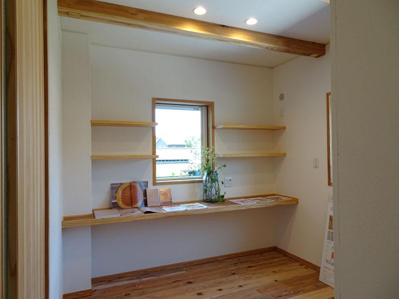 眺めの良い里山に建つ、家族の安全と健康・快適性を大事に考えた家