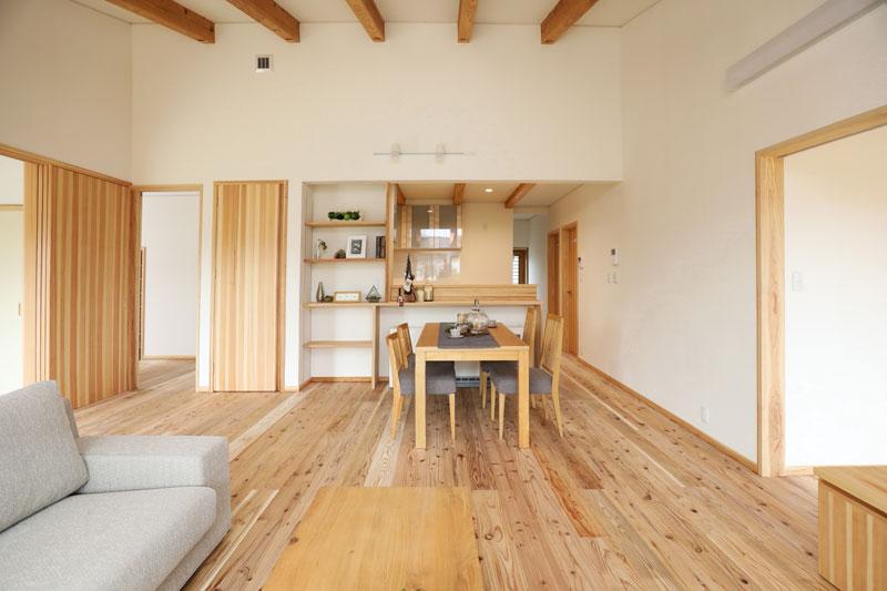 幼い子供さんや奥様の健康のため「自然素材での空気環境」や「地熱住宅の快適性」を大事に考えた家