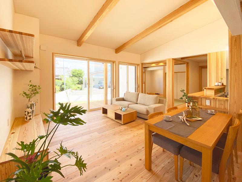 自然体の暮らしと絆を育む。安息の住まいをカタチにした自然素材の家!