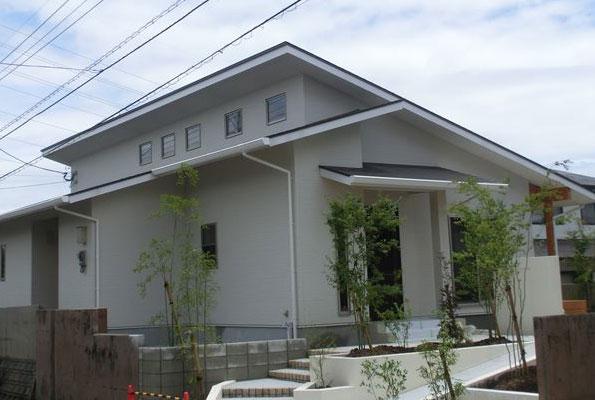 何軒も建ててきた施主様が「終の棲家」として選んだ、地熱活用と自然素材の家